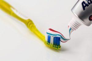 Mal aliento - Cepillo y pasta de dientes